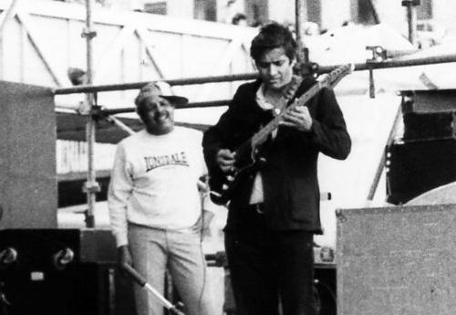 Amancio-dsilva-playing-musicman-sabre