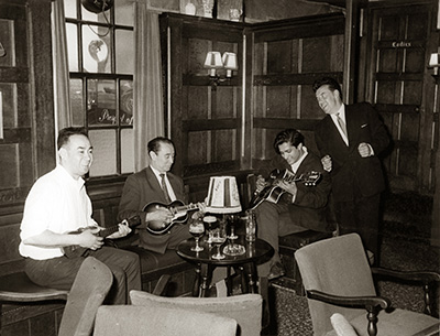 Amancio in the Prospect of Whitby (Samuel Pepys's pub) with Sam Li and others  around 1967, when they had come back to England.